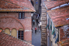 People in the streets of Lucca (RobMenting) Tags: 70d eos tuscany building travel city italy italië architecture italia canon europe lucca canoneos70d