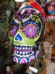 Feliz Navidad (twm1340) Tags: 2018 christmas shop store feliz navidad sedona az arizona tlaquepaque shopping center human skull ornament