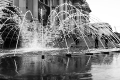 323A6074 (jewellnick60) Tags: metropolitanmuseumofart newyork themet fountain manhattan nyc water blackandwhite blackandwhiteuniverse streetphotography canon5dmark3 bokeh travel travelphotography urban urbanscenes