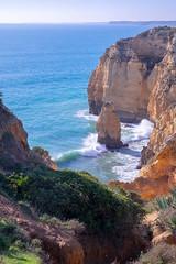 Onda e penhasco / Vague et falaise (Jacques Lebleu) Tags: algarve portugal vague rouleau azur atlantique rocher
