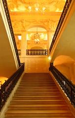 Musée Picasso, Paris (blafond) Tags: paris muséepicasso picasso musée museum staircase stairs escalier perspective