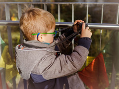 Früh übt sich..... (mohnblume2013) Tags: kind fotograf aufnahme fotografieren park
