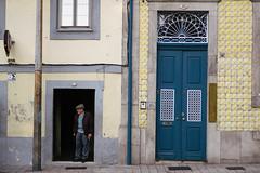 Cigarette break. (t-a-i) Tags: 50mmf15 a7rii a7rmkii a7r2 candid candidphotography porto portugal sony sonya7rii sonya7r2 sonyilce7rm2 sonyα7rii streetphotography streets voigtlander voigtlander50mmf15 voigtlandernokton50mmf15 voigtländer voigtländer50mmf15 α7rii pt