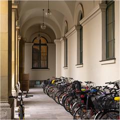 In der Residenz von München (Janos Kertesz) Tags: fahrrad münchen munich residenz bayern bavaria bicycle