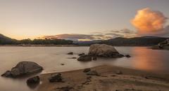 La nube. (Amparo Hervella) Tags: embalsedelburguillo ávila españa spain paisaje agua cielo nube reflejo naturaleza roca montaña largaexposición d7000 nikon nikond7000 atardecer