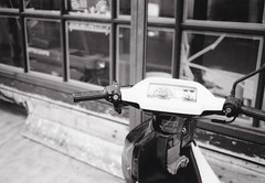 Meter of the scooter (U-ichiro1003) Tags: street snap fujifilm klasse neopan acros100 film