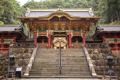 Yomei-mon Gate, Tōshō-gū Shrine - Nikkō (Japan) (Andrea Moscato) Tags: andreamoscato giappone japan asia japanese 日本 nihon nippon asian light luce history historic ancient tree green orange shadow ombre prefecture attraction art arte artist monument architecture ombra stones tochigi unesco world heritage site national treasures sacred nature natura natural naturale landscape paesaggio red structure wood day shinto shrine santuario trees bosco sun lanterna pietra sculpture gold stair statue scultura entrance street building edificio