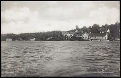 Postkort fra Agder (Avtrykket) Tags: bolighus brygge hus postkort sjekte sjø uthus arendal austagder norway nor