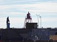 Vlissingen......Flushing (Fijgje On/Off) Tags: standbeeld lichtbaken lighthouse michielderuyter kazematten vlissingen fijgje panasonicdmctz60 sept2018 jan2018 walcheren zeeland holland thenetherlands flushing tegenlicht backlight