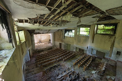 Mountain view resort_019 (stefaan.decuypere) Tags: urbex abandoned italy decay theatre urban exploration