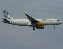 EC-MXG, Airbus A320-232(SL), c/n 8192, VY/VLG/Vueling/Vueling Airlines, ORY/LFPO 2018-11-04, short finals to runway 06/24. (alaindurandpatrick) Tags: ecmxg cn8192 a320 a320200 airbus airbusa320 airbusa320200 minibus jetliners airliners vy vlg vueling vuelingairlines airlines ory lfpo parisorly airports aviationphotography
