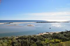 Je suis tombée en amour ... Tout ce que j'aime est là !.... I fell in love ... Everything I love is here !... Eu me apaixonei ... Tudo que eu amo está aqui ! .... (jmollien) Tags: portugal algarve paysage océan atlantique bleu blue sérénité zen contemplation sansfiltre
