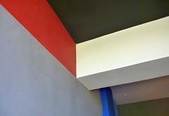Deckensturz 4  2018 (HolgerArt) Tags: bauhaus dessau unescounescoweltkulturerbe weltkulturerbe gropius deckensturz farbe winkel abstrakt ceiling fall colour corner abstract