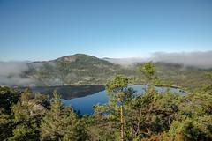 Onderweg naar de Preikestolen (Chantal van Breugel) Tags: noorwegen landschap preikestolen reflecties mist canon5dmark111 canon24105