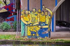 79 Paris décembre 2018 - canal Saint-Denis, sous le pont de l'autoroute A86 à Aubervilliers (paspog) Tags: paris france saintdenis canal kanal canalsaintdenis streetart fresque fresques mural murals tags graffitis décembre december dezember 2018