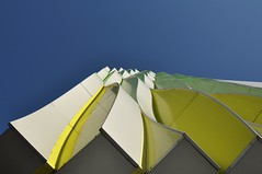 Looking up (wilma HW61) Tags: architecture architectuur architettura architektur sky groningen lines lijnen art nederland niederlande netherlands nikond90 holland holanda paysbas paesibassi paísesbajos europa europe wilmahw61 wilmawesterhoud outdoor geometric meetkundig geometrico géométrique umcg golven waves researchlaboratory unstudio paneling