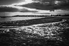 17:43 (Un instant.) Tags: mer borddemer ocean bretagne morbihan love plage boat look bnw