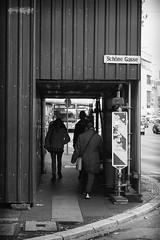 OKSF 236 (Oliver Klas) Tags: okfotografien oliver klas street streetfotografie streetphotography strassenfotografie streetart streetphotographer streetphoto stadtleben streetlife streetculture urban schwarzweis schwarzweissfotografie blackandwhite monochrom farblos abstrakt dunkel hell grau schwarz weiss black white sw schwarzweiss kunst art künstler kultur künstlerisch modern kreativ gestaltung deutschland germany stadt city europa deutsch staat westdeutschland ostdeutschland norddeutschland süddeutschland personen people menschen persons volk familie angehörige bewohner bevölkerung leute europäer mann frau gesellschaft menschheit mensch völker de