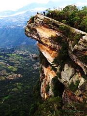We're so small. (EdwDaGaMe) Tags: landscape paisaje verde montañas rocas rocks away colombia cundinamarca viaje caminata walk nature naturaleza quininí