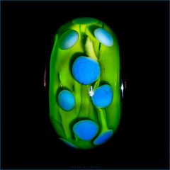 UDO (Silke Klimesch) Tags: macromonday dotsandstripes 11 squareformat unknowndottedobject udo dots backlit glass glassbead anotherglassbeadboringiknow green blue black glasperle gepunktet grün blau schwarz perlădesticlă perladevidrio olympus omd em5markii mzuikodigitaled60mm128macro luminar on1photoraw2019 microfourthirds