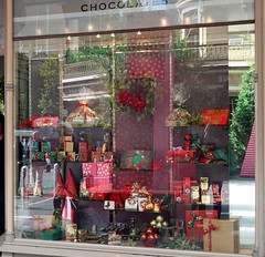 Chocolate Lover's Dream (boeckli) Tags: adelaide reflection windows 006196 rx100m6 chocolate schokolade haighs windowwednesdays window fenster southaustralia australia christmas xmas outdoor reflections spiegelung bunt farbig farbenfroh colourful colorful colours colors
