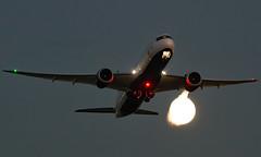 C-FVLU - Boeing 787-9 Dreamliner - LHR (Seán Noel O'Connell) Tags: aircanada cfvlu boeing 7879 dreamliner b787 b789 787 heathrowairport heathrow lhr egll 27l yyz cyyz ac859 aca859 aviation avgeek aviationphotography planespotting moon