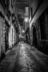 passage sombre. (qurystof) Tags: ruelle paris nikon d7500 nuit passage noir nb rue sombre chemin irix path alley dark bw street