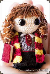 Hermione Granger Amigurumi - Harry Potter (LaCalabazadeJack) Tags: hermione granger harry potter gryffindor hogwarts jk rowling fan art film movie book chibi cute kawaii geek amigurumi crochet ganchillo pattern patrón yarn felt plush toy doll handmade handcraft craft tutorial la calabaza de jack cristell justicia tienda online artesanía venta comprar shop