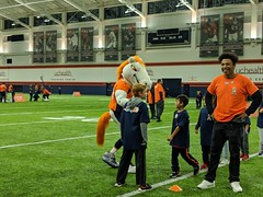 2018_T4T_Denver Broncos Play 60 Clinic 6 (TAPSOrg) Tags: taps tragedyassistanceprogramforsurvivors teams4taps denverbroncos englewood colorado nfl salutetoservice football play60 2018 military indoor horizontal kids children player candid mascot