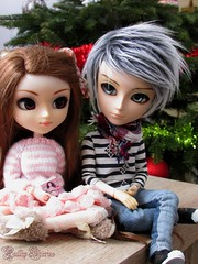 Kids Are Waiting For Christmas..Like Me ! (Little Queen Gaou) Tags: pullip taeyang doll groove couple love amour christmas noël festive sapin tree fête vacances decorations photography photographie inspiration cosy sweet doux mignon cute