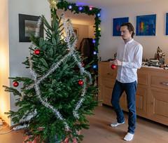Decorating the Christmas tree (jpergunnar) Tags: jonathan family christmas holiday peoplefamily