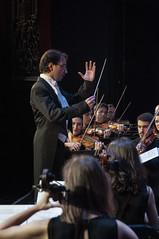 Con la palma de la mano (Guillermo Relaño) Tags: guillermorelaño nikon d90 teatro nuevoapolo orquesta camerata musicalis especial ¿porqueesespecial schuman sinfonía cuarta concierto director conductor
