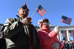 181111-D-BN624-0701 (Secretary of Defense) Tags: ussecretaryofdefensejamesnmattis jimmattis jamesmattis veteransday nationalveteransdayobservance arlingtonnationalcemetery secretaryofveteransaffairsrobertlwilkie wreathlaying tomboftheunknownsoldier memorialamphitheater arlington virginia unitedstates veterans veteransday2018 flags baycitymichigan baycity michigan