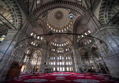 (bardaxi) Tags: estambul istanbul turquía turkey europa europe nikon hdr photomatix photoshop interior contraste perspectiva monumento mezquita lights arquitectura arte edificio urban islam historia