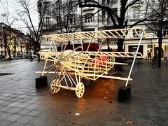 Vorweihnachtszeit (Berliner1963) Tags: deutschland germany berlin charlottenburg halensee kudamm kurfürstendamm vorweihnachtszeit weihnachsschmuck weihnachtsbeleuchtung weihnachten flugzeug