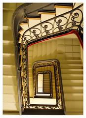 (frahurk) Tags: treppe treppenhaus stairs stairway staircase handrail handlauf treppengeländer stufen rauf runter aufwärts abwärts up down hannover hanova podbi podbielskistrasse
