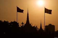 IMGP0447 Royal Palace at sunset (Claudio e Lucia Images around the world) Tags: mekongriver phnompenh cambodia sunset goldenhour silhouette river water cityscape sunnyday sun sky redsky pentax pentaxkp pentax18135 pentaxlens pentaxart asia happyplanet asiafavorites