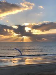 Parapente en la playa al atardecer (Victor E. Cambriles) Tags: beach fly volar ppg paramotor paragliding parapente
