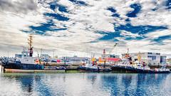 Im Hafen (joern_ribu) Tags: himmel wolken wasser hafen fluss boot schiff cuxhaven elbe nordsee norden niedersachsen