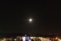 Mars - Half Moon - Deneb Algedi / @ 35 mm / 2018-11-15 (astrofreak81) Tags: half moon halfmoon halbmond mond luna deneb algedi clouds wolken mars stars light night sky dark canon eos 1000d dresden 20181115 astrofreak81 sylviomüller sylvio müller