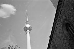 2018-11-08-0022 (fille_ennuyeuse) Tags: berlin germany 35mm black white film kodak tmax400 analog photography rezy marie copenhagen denmark stockholm sweden kelly dave yoha coca cola xxl
