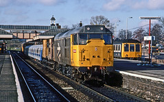 31161 plus 31215 (on rear) pausing at Aylesbury while delivering a prototype LUL unit from Derby to Neasden on 8November1986. (mikul44171) Tags: reargunner protoype lul brel aylesbury dmu 31161 31215