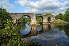 Stirling bridge (WISEBUYS21) Tags: stirling bridge still water wallace monument memorial battle blue sky sun light wisebuys21 scotland scottish scots 14th century 1400s green edward 1st 2nd reflection reflections art post card river crossing