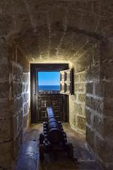 A vista de Cañón, desde la Alcazaba (CMartín) Tags: alcazabadealmeria historia monumento arquitectura cañon ventana marmediterraneo almeria fortaleza ventanaconvistas alcazaba