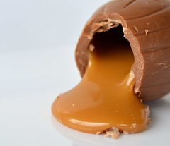 Chocolatey, Caramelly Goodness (linda_lou2) Tags: 365the2019edition 3652019 day9365 09jan19 9365 119picturesin2019 themeno17 caramel 17119 cadbury egg chocolate 60mm