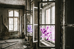 19/30 2018/01 (halagabor) Tags: urban urbex urbanexploration urbanexploring urbexphotography urbexphotos abandoned abandonment decay derelict devastation nikon d610 lost lostplaces forgotten old window windows room building architect architecture