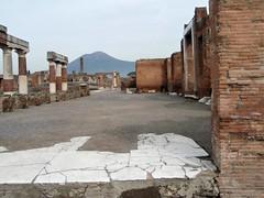 Pompeya (EduOrtÍn.) Tags: ruinas columnas vesubio monte volcán pompei pompeya campania italia
