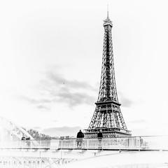 Lost in time (Daniel_Hache) Tags: blck paris passerelle tower blackwhite debilly tour eiffel blanc noir noirblanc white lost time daniel hache