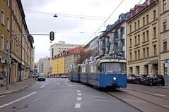 P-Zug 2006/3004 erreicht auf Ausrückfahrt die Flurstraße (Frederik Buchleitner) Tags: 2006 3004 ausrückfahrt linie23 munich münchen pwagen strasenbahn streetcar tram trambahn