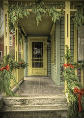 Welcome the Holidays (Mr.LeeCP) Tags: bothell museum christmas porch park historical decorations
